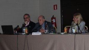 Salvador Molina, presidente del Foro ECOFIN; César Vacciano, Asesor del Gabinete del Ministro de Asuntos Exteriores y Cooperación; e Irene Navarro, decada de Bureau Veritas Centro Universitario