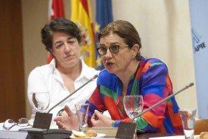 Elena Pisonero, presidenta de Hispasat y directora del proyecto 'La empresa mediana española'; y Mónica de Oriol, presidenta del Círculo de Empresarios.