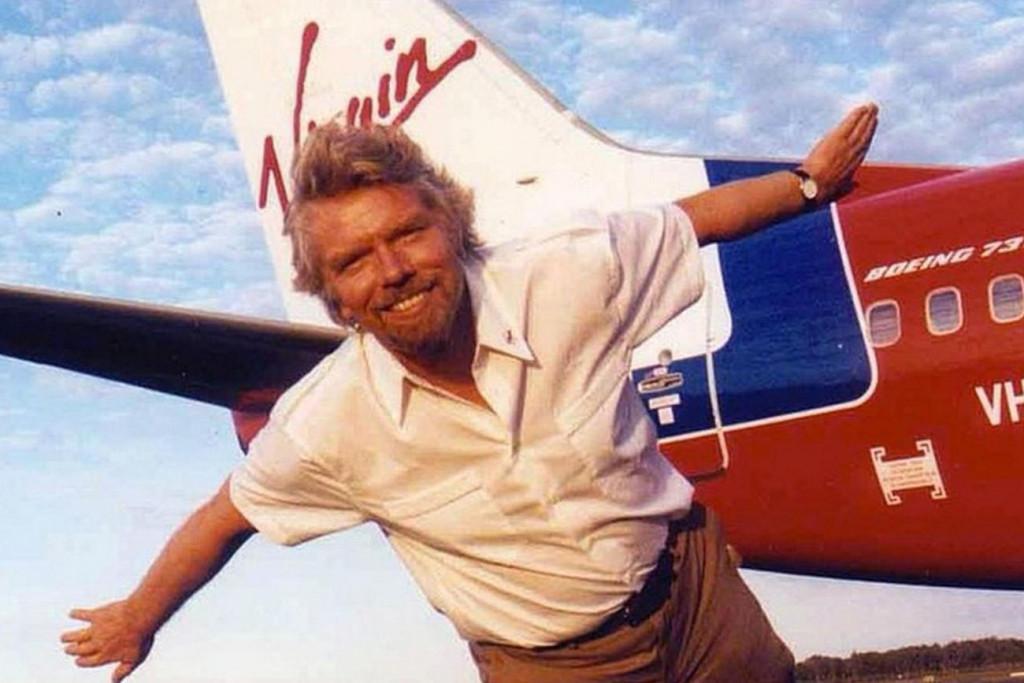 Richard Branson es un líder cuyo éxito como él mismo indica, se basa en escuchar y atender las recomendaciones de su equipo.