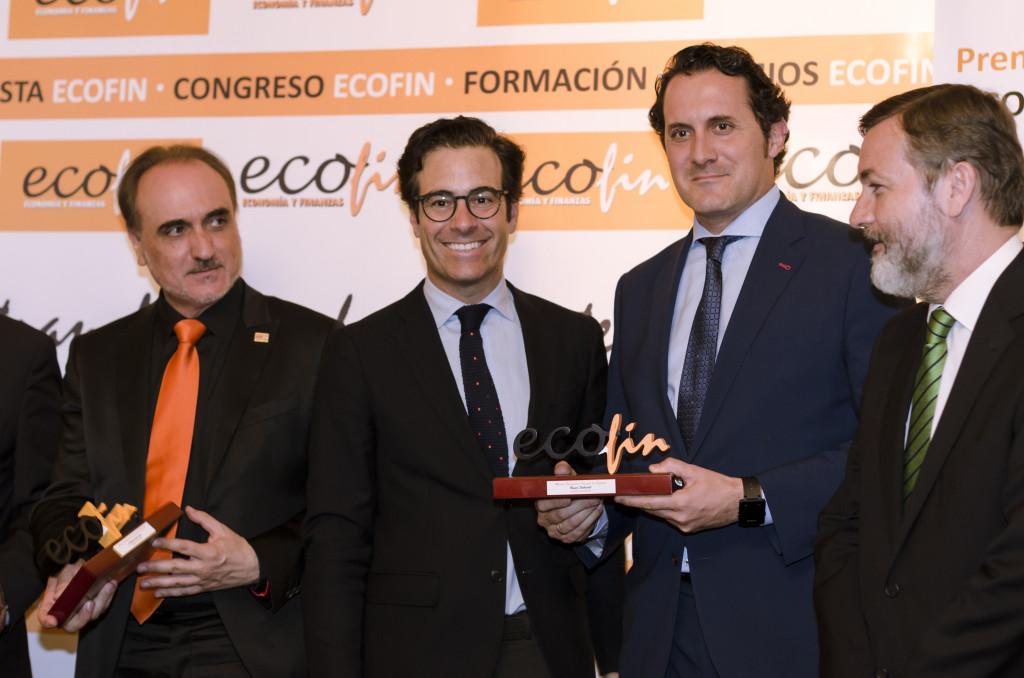 Alberto Maté, director de la Red Comercial de Madrid de Banco Sabadell, recoge el premio ECOFIN como 'Imagen de España'.