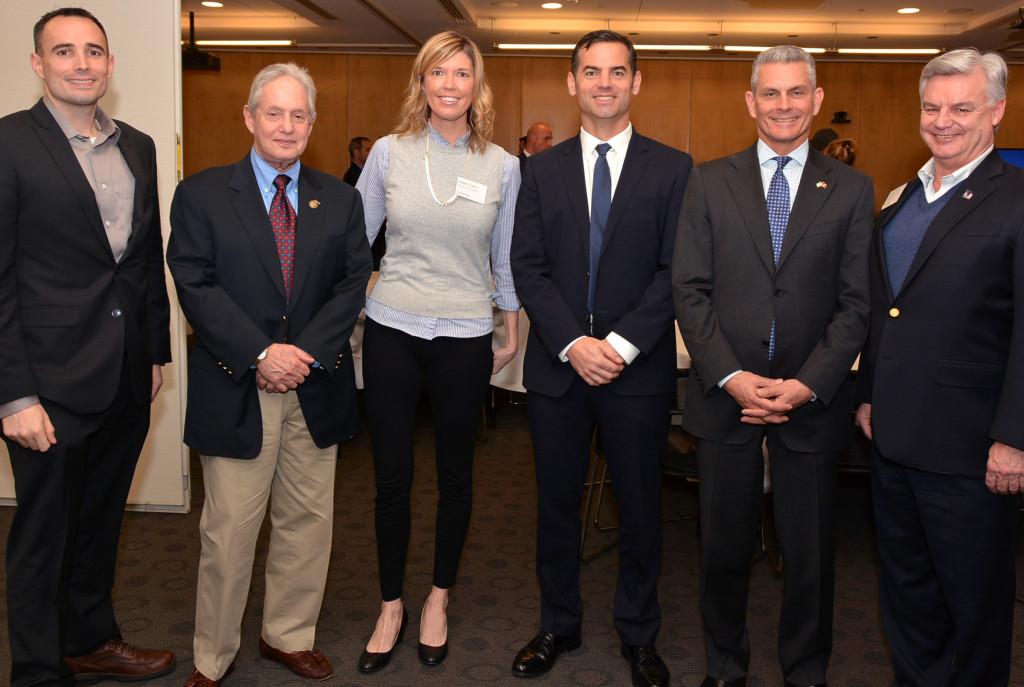 Andy Hooper (2º por la derecha)