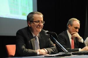 Javier Fernández Aguado, CEO de MindValue, junto con Salvador Molina, presidente de ECOFIN, en la ponencia del primero, titulada 'La Sociedad que no amaba a las Mujeres'.