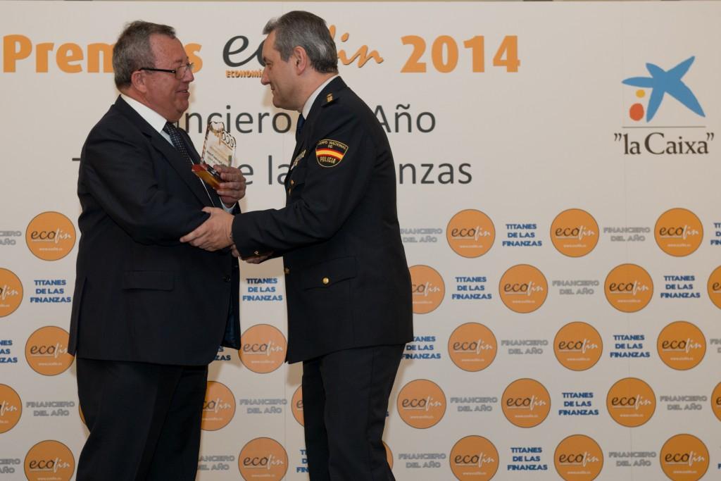 El premio fue entregado por Manuel Rosa, presidente de la compañía Detectys y miembro del Jurado ECOFIN. Fotógrafo: Andrés Pulido