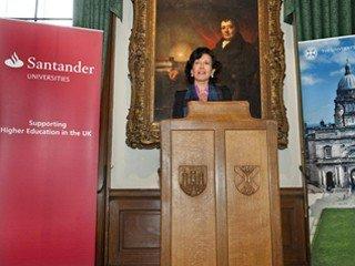 745-49-Ana Botín visita a la Universidad de Edimburgo1_320