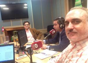 José Aguilar, Francisco Cabello y Salvador Molina en los estudios de Capital Radio.