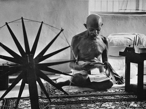 s11-historia-foto-Mahatma-Gandhi