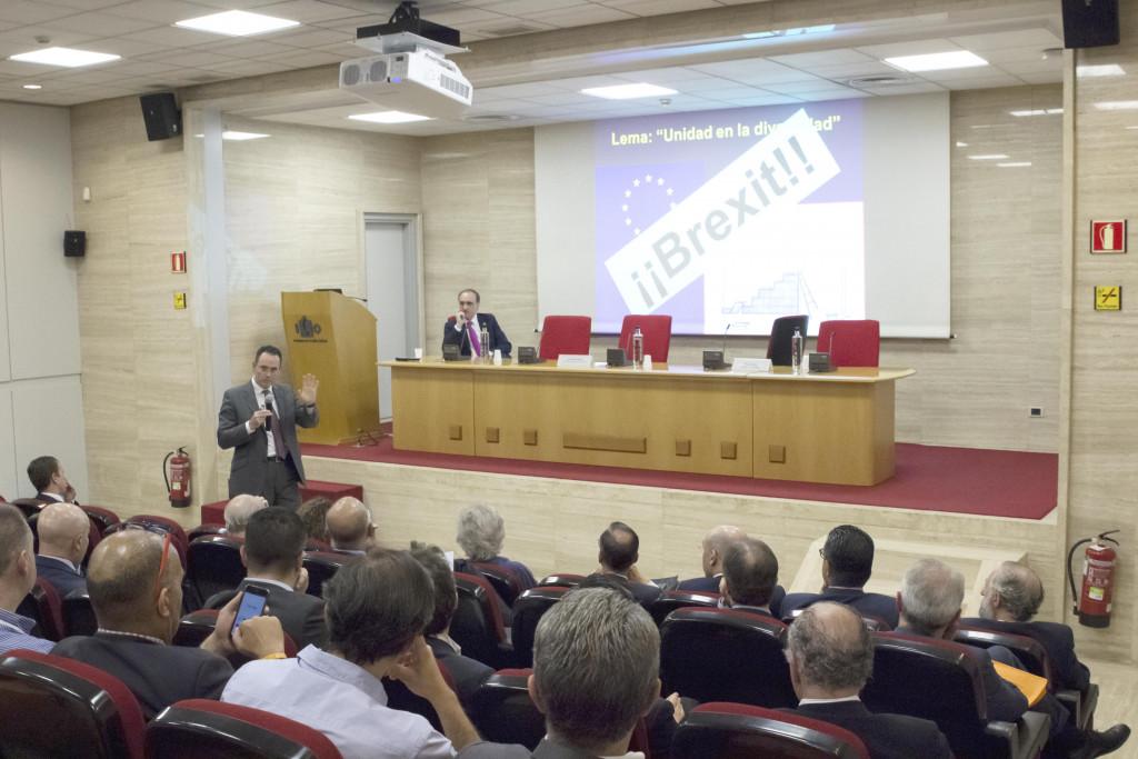 Pedro Baños, analista y experto en geoestrategia, analizó las consecuencias del Brexit en el X Congreso ECOFIN, entre otras cuestiones. A falta de poco más de un año para la salida efectiva del Reino Unido de la Unión Europea, los expertos analizan las consecuencias.