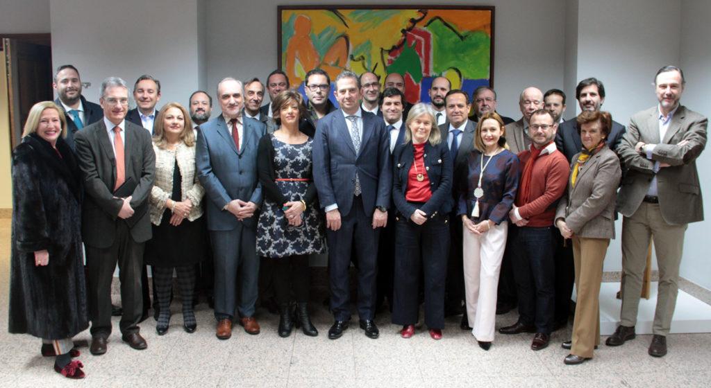 Algunos miembros del jurado de los premios ECOFIN 2018 momentos antes de la reunión.