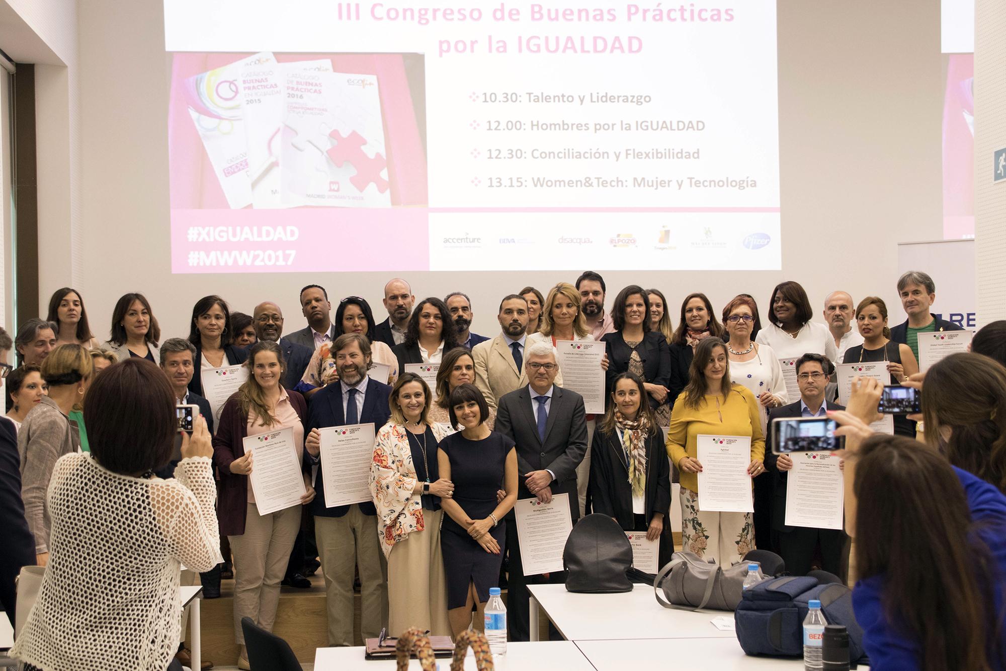 Fotografía de grupo durante el III Congreso de Buenas Prácticas por la Igualdad