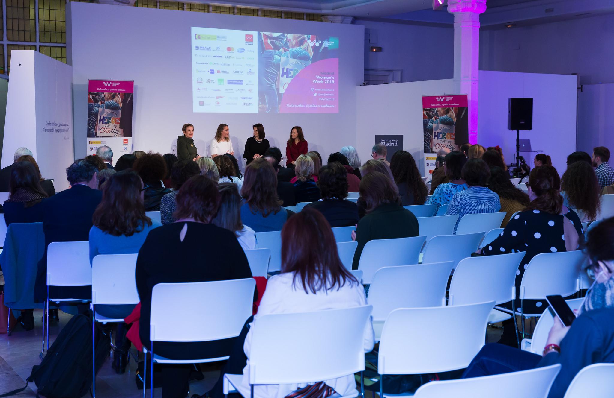 Mesa de debate sobre Diplomacia en femenino durante Madrid Woman's Week 2018