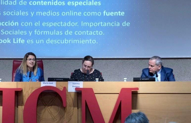 Inés Calderón, periodista de 'El Objetivo' de La Sexta, y Juanma Romero, director del programa 'Emprende TVE', durante el 7º Congreso ProCom.