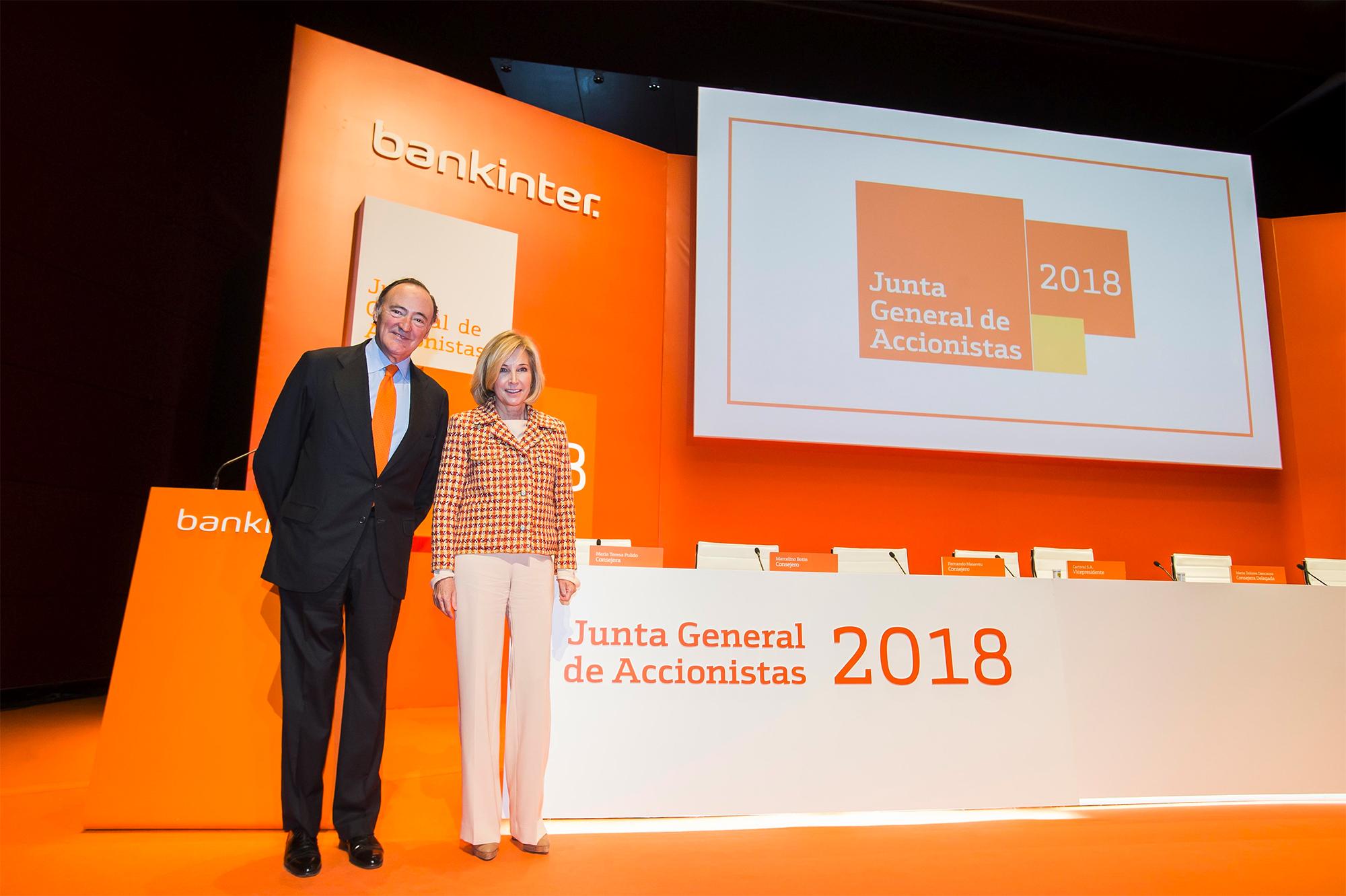 Pedro Guerrero y María Dolores Dancausa en la Junta General de Accionistas 2018