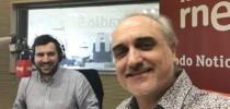 Manolo Castro y Salvador Molina en los estudios de RNE.