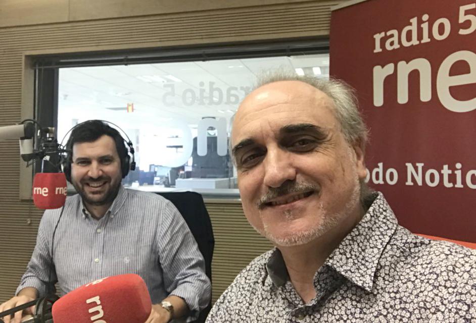 Manolo Castro y Salvador Molina en los estudios de RNE