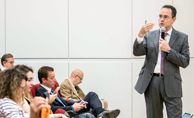 Pedro Baños durante su ponencia en el Congreso ECOFIN de 2017