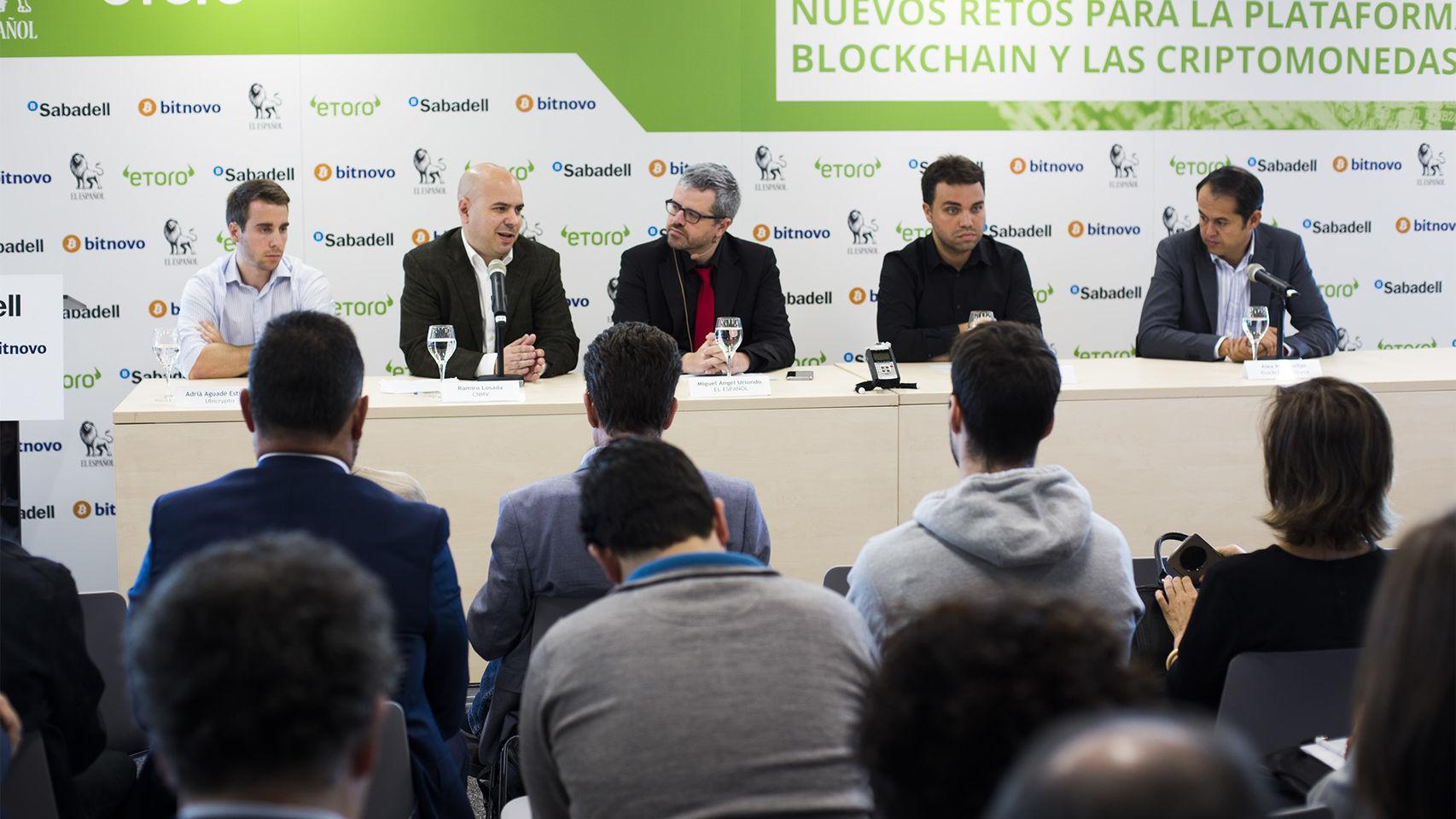 Ponentes durante la primera edición del Foro sobre blockchain y criptomonedas.