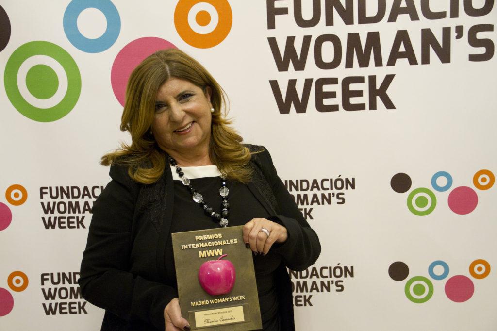 Marisa Camacho con el Premio a Mujer Directiva 2018.