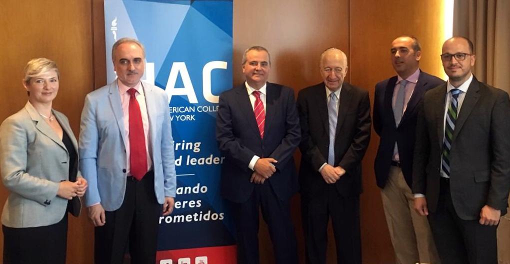 De izquierda a derecha: Inma Ríos, Salvador Molina, Juanma Romero, Bernardo Kliksberg, Francisco J. Lara y Ray Cazorla.