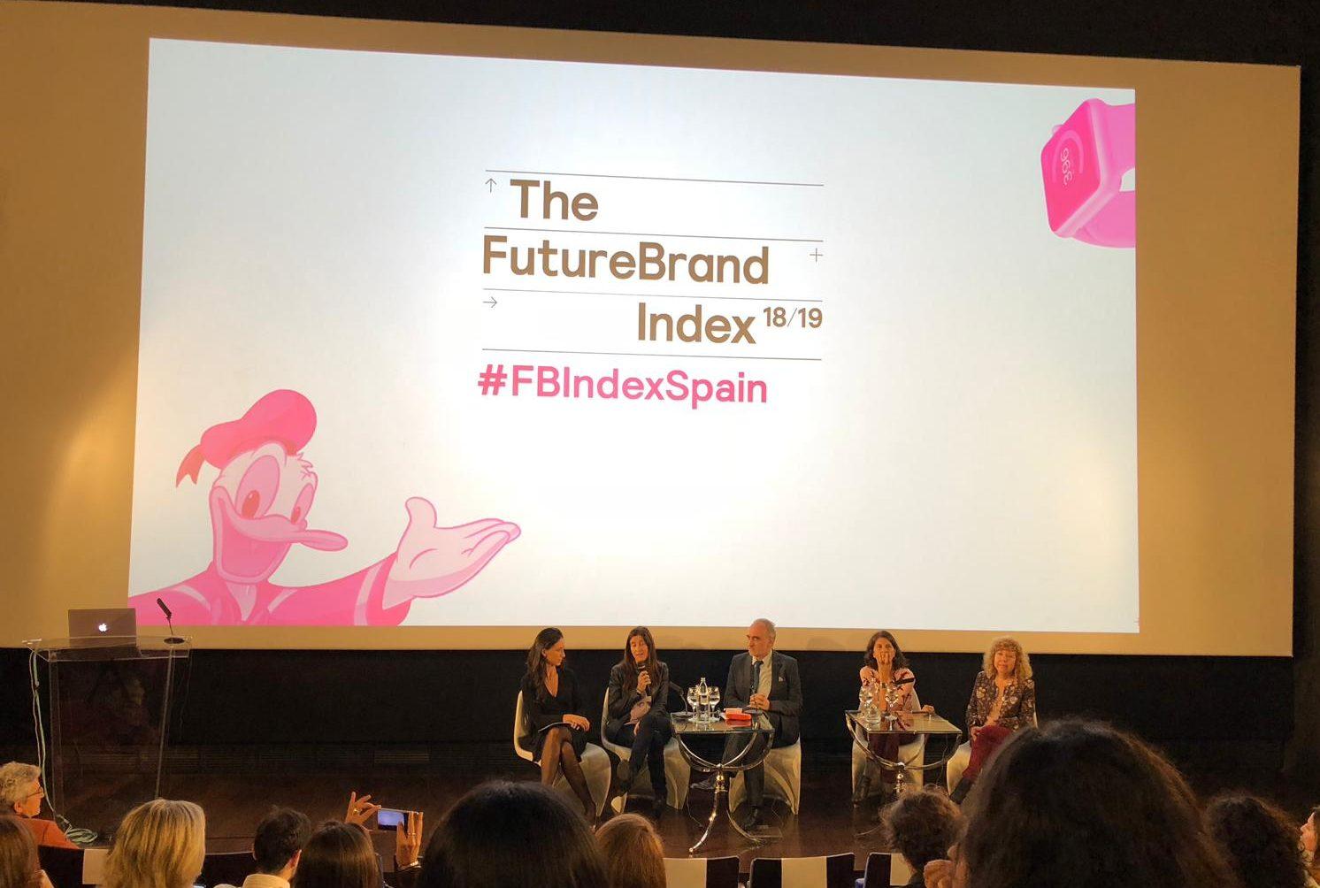 Mesa de debate en FutureBrand sobre el impacto de la RSC en las marcas.