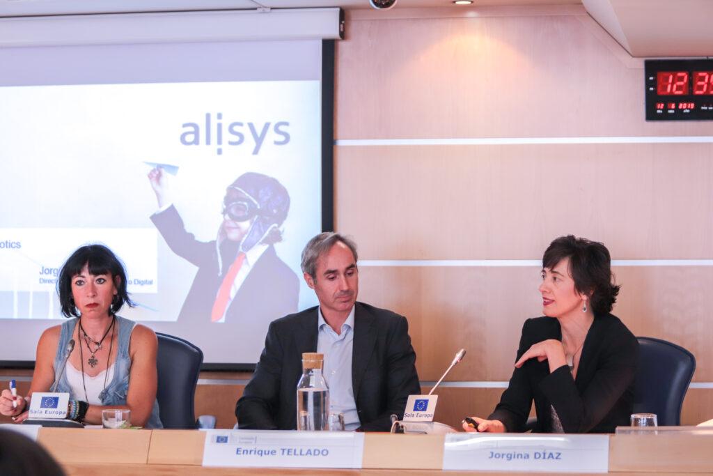 De izq. a dcha.: Beatriz Triper (moderadora), Enrique Tellado (EVO Bnaco) y Jorgina Díaz (Alysis) / Fotografía: Rocío Díaz.